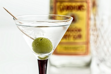 MaxPixel.freegreatpicture.com-Beverage-Cocktail-Drink-Gin-Alcohol-Martini-Glass-995574.jpg