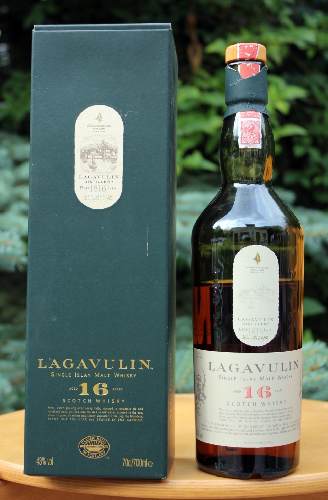 Lagavulin_Single_Islay_Malt_16.jpg