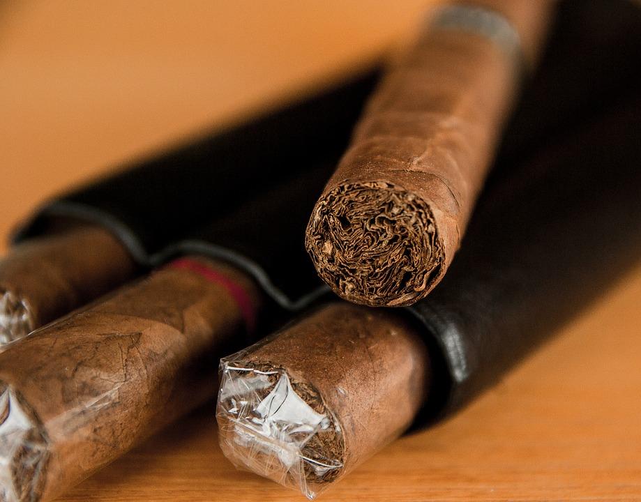 cigar-1293684_960_720.jpg